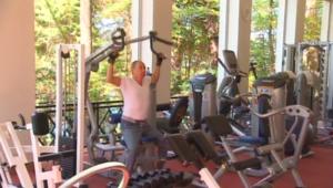 بالفيديو.. بوتين يستعرض عضلاته العسكرية.. والبدنية