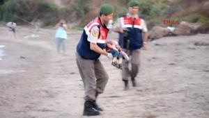 مشاهد صادمة لسوريين بينهم أطفال غرقوا قرب تركيا