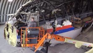 شاهد بتقنية الفاصل الزمني.. إعادة بناء الطائرة الماليزية MH17 لمعرفة سبب تحطمها