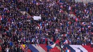 عشرات الآلاف يتحدون رعب هجمات داعش ويتضامنون مع فرنسا في ملعب ويمبلي