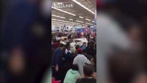 بالفيديو.. مشاجرات خلال التسوق في
