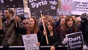 بالفيديو.. احتجاجات في لندن ضد دعوةكاميرون الانضمام للتحالف ضد داعش