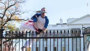 متسلل يتسلق سياج البيت الأبيض رغم المسامير الحادة