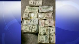 عاملان في برغر كينغ يعثران على 100000 دولار ويسلمانها للشرطة