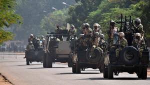 التلفزيون البوركيني يعلن تخلى الرئيس كومباوري عن السلطة وسيطرة الجيش على الحكم