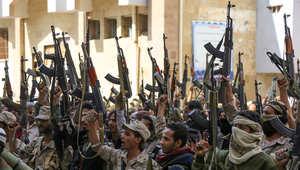 """الحوثيون ينتقدون الرياض والحكومة تحملهم مسؤولية آلاف القتلى.. وزعيم قبلي بصنعاء ينتظر """"ساعة الصفر"""""""
