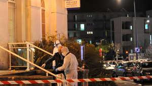 مسلح يقتحم مركزاً للشرطة هاتفاً