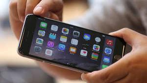 ينتظر عشاق هاتف أي فون وصول طلبياتهم من الهاتف الجديد 6 و6 بلس