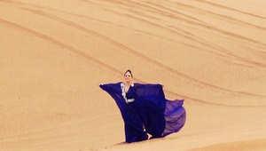 ليدي غاغا بالعباءة في صحراء الإمارات ثم بلباس