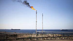 ليبيا.. قصف ناقلة نفط يُعتقد أنها كانت محملة بشحنة وقود لحساب