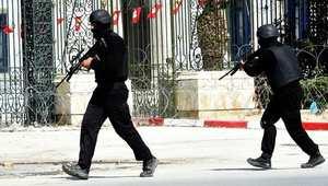 مصرع 12 رجل أمن وجرح آخرين في تفجير طال حافلة للأمن الرئاسي وسط العاصمة تونس