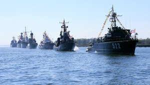 """روسيا ترسل """"قاتل حاملات الطائرات"""" الطراد """"موسكو"""" إلى اللاذقية قرب تركيا وتهدد بضرب أهداف جوية"""