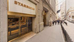 هل هذا هو أصغر مقهى ستاربكس في العالم؟