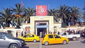 وفاة شاب تونسي أضرم النار في جسده احتجاجًا على حجز بضاعته