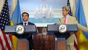 وزير الخارجية الأمريكي مع وزير وزير الخارجية الأوكراني