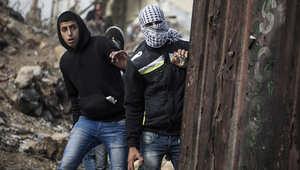 مصادمات دامية في أنحاء الضفة الغربية وإسرائيل تهدد بـ