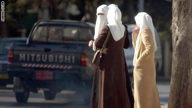 """الأردن : إقرار تسهيلات لأبناء الأردنيات بدل """"الحقوق"""" دون منح الجنسية والحكومة تدعو الأردنيين إلى اليقظة في ذكرى تفجيرات عمّان"""