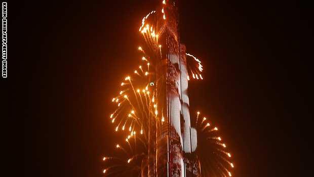 """لمدة عشر دقائق، زينت الألعاب النارية سماء مناطق مختلفة من إمارة دبي، أبرزها منطقة وسط دبي أو ما يعرف بـ""""داون تاون دبي."""""""