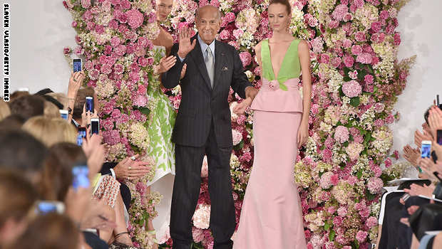 وفاة مصمم الأزياء العالمي أوسكار دي لارينتا