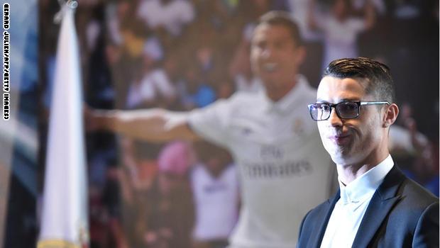 موقف رائع من رونالدو مع مشجع قبل مباراة دورتموند