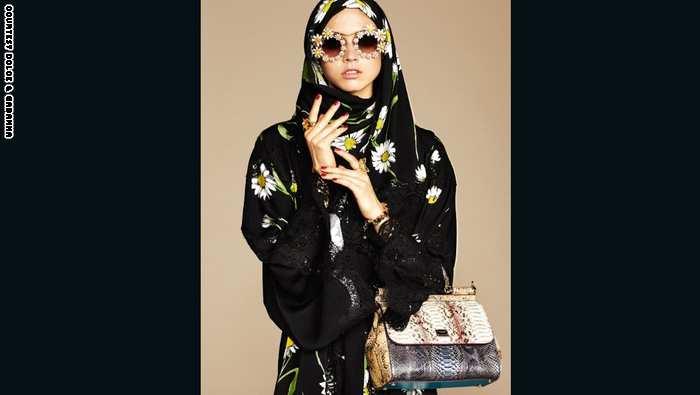"""دار """"دولتشي وغابانا"""" للأزياء الراقية تتغزل بـ""""جاذبية"""" النساء العربيات وتطلق تشكيلة من العبايات"""