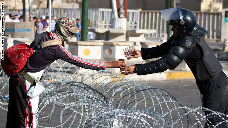 مجلس الوزراء العراقي يوافق على الإصلاحات المقدمة من العبادي  - صفحة 2 GettyImages-484772232
