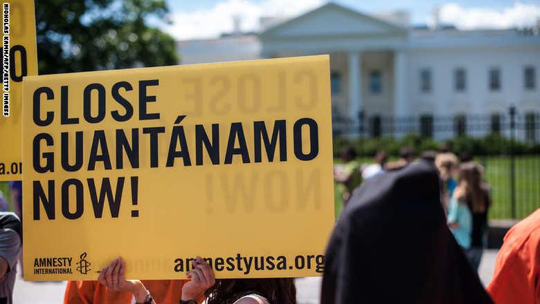 "أمريكا تبعد معتقلين ""غوانتانامو"" منهم gitmo.protest.jpg?itok=BAujVr9-"