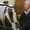 العاهل السعودي الملك سلمان بن عبدالعزيز يصافح مدير الاستخبارات المركزية الأمريكية جون برينان،