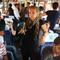 مراسلة CNN على متن قطار مكتظ بالمهاجرين السوريين بالمجر