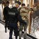 الفرنسيون يحاولون العودة للحياة في ظل مخاوف من هجمات جديدة