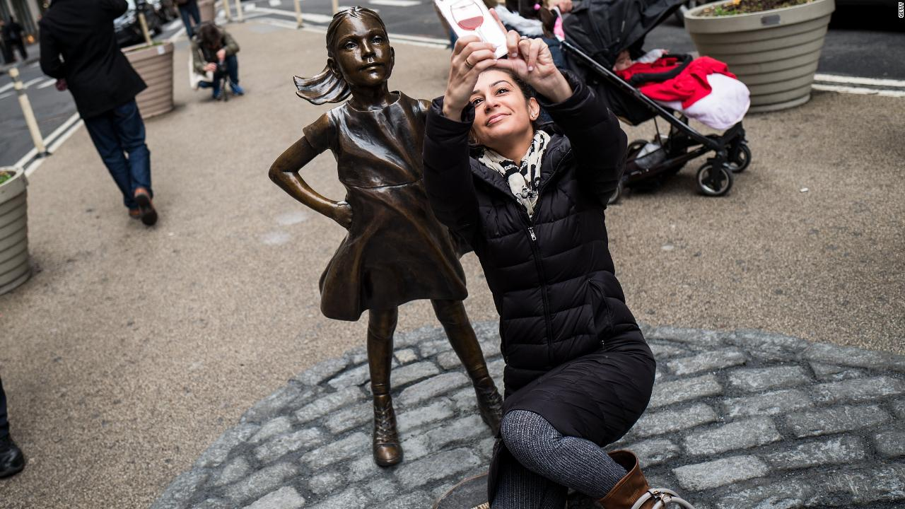 Fearless Girl photo