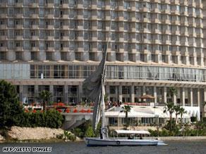 فندق ''غراند حياة'' كان قد حظر تقديم الكحول لفترة