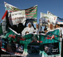 حجاج في غزة يطالبون بفتح المعابر أمامهم