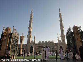 طرح إغلاق المساجد أسوة بالمدارس بسبب الأنفلونزا