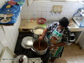 خادمات المنازل يتعرضن لضغوط نفسية بحسب المنظمات الدولية