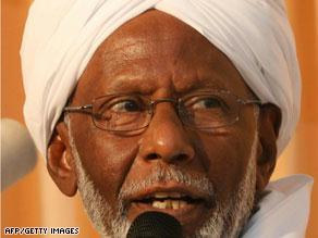دعا الترابي البشير للتنحي لتجنيب السودان العزلة جراء قرار الجنائية الدولية