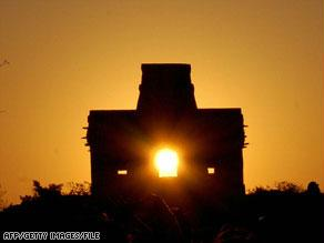 أشعة الشمس تخترق أحد معابد المايا