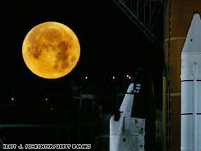 ناسا أجرت أول تفجير على سطح القمر
