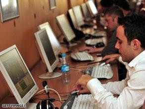 القرار الجديد قد يزيد عدد مستخدمي الإنترنت