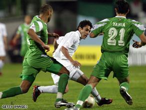 من المباراة السابقة بين المنتخبين وانتهت بفوز الجزائر بثلاثة أهداف لهدف