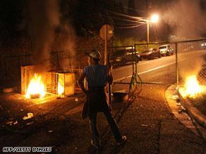 جرت مواجهات بين الشرطة وأنصار الرئيس المخلوع