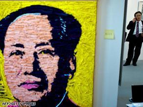 لوحة للزعيم الصيني ماو رسمها الفنان العالمي أندي وارهول في معرض للفن المعاصر بشنغهاي
