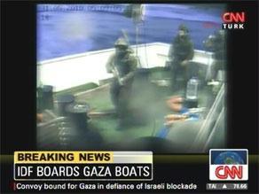 قوات إسرائيلية أثناء استيلائها على سفن أسطول الحرية