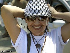 إحدى الناشطات المشاركات في رحلة السفينة ''مريم''