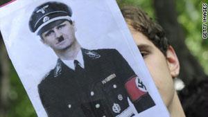 الأسد من بين القادة الذين يصنفون أنفسهم ضمن ''معسكر الممانعة''