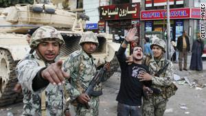مدونات ''قلقة'' من احتواء الثورة المصرية