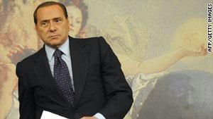 دعا برلسكوني إلى وقف حمام الدم في ليبيا