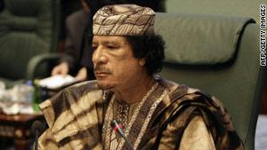 دعا القذافي أنصاره لحمل السلاح والزحف للخطوط الأمامية