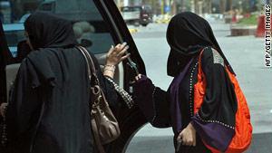 السعوديات طالبن كلينتون إلى تأييد مبادرتهن علنا والتخلي عن الديبلوماسية الهادئة