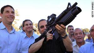 باراك قال إن إسرائيل تستهدف ''قادة الجماعات الإرهابية التي نفذت الهجوم''